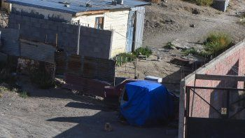 Anahí Tamara Copa fue asesinada mientras amamantaba a su bebé. Una bala atravesó su casita de chapas, mientras tiroteaban la casa de los Nieves, de quienes la víctima era vecina.