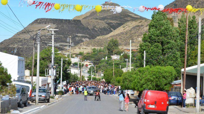 Los fieles de la Virgen María marcharon en procesión por las calles de Comodoro