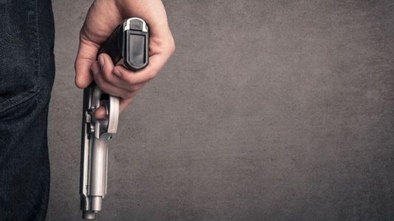 Delincuentes armados asaltaron a una mujer y sus hijos en Ciudadela