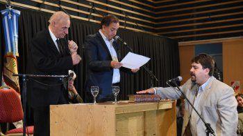 Guillermo Almirón (FpV) jura en su segundo mandato como concejal.