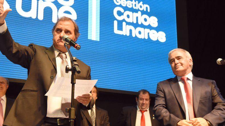 El intendente Carlos Linares junto a su secretario de Economía