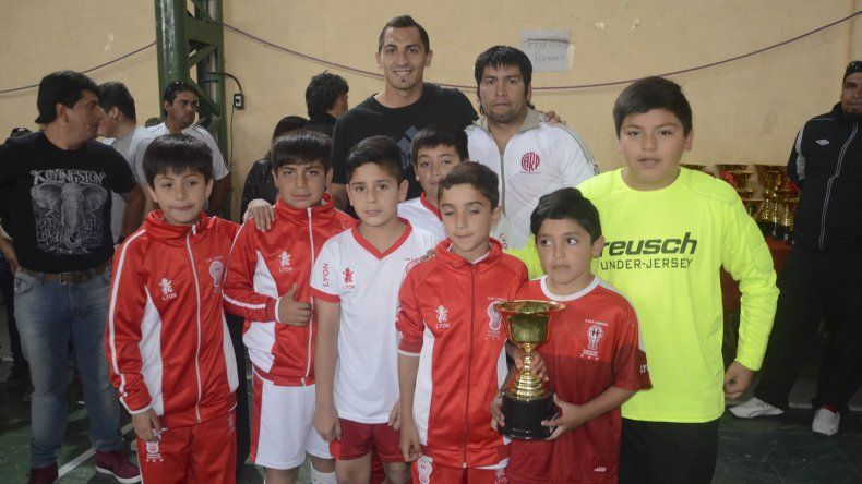 La Escuela de Fútbol de Huracán ganó en la 2007 y en la 2008.