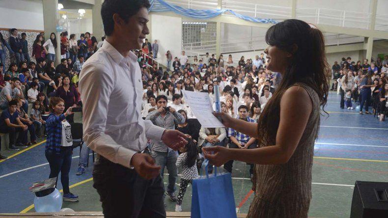 Con emoción y alegría los alumnos del Colegio Provincial 737 se despidieron de la institución para emprender una nueva etapa en sus vidas.