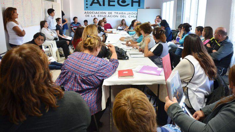 La Asociación de Trabajadores de la Educación de Chubut confirmó que solicitará una recomposición salarial del 30 por ciento.