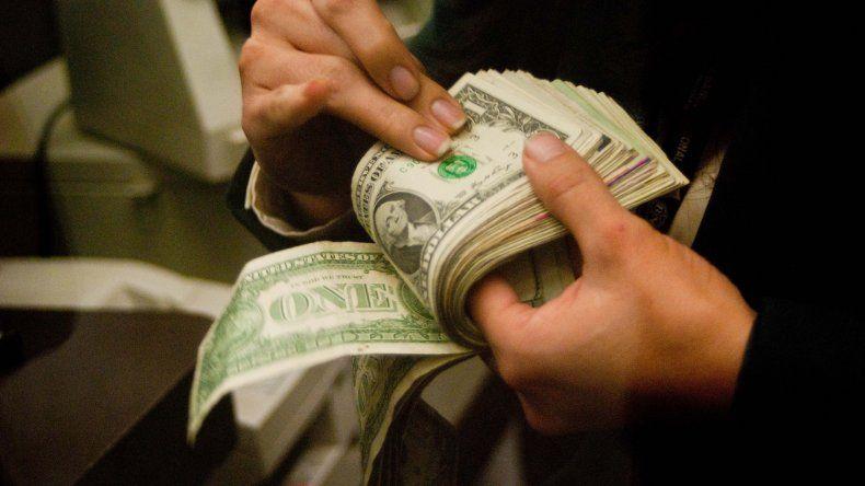 El dólar abrió a $15 y en minutos registró tendencia a la baja