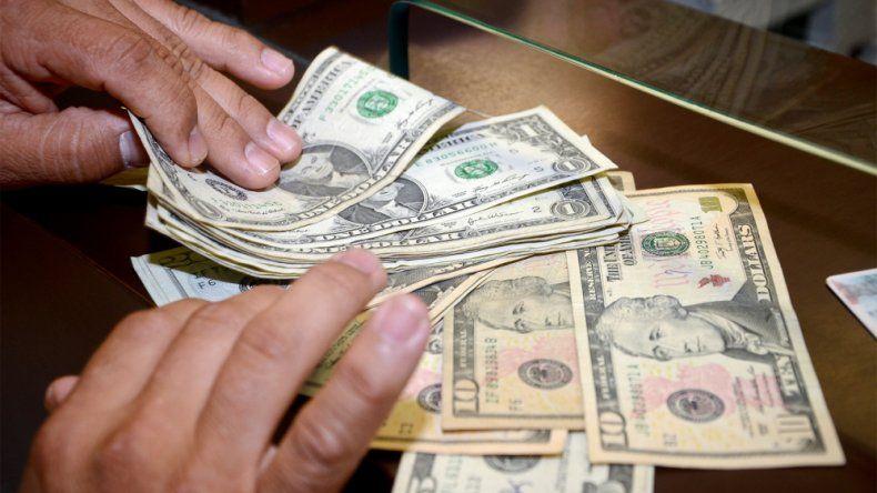 El dólar subió a $ 15,66