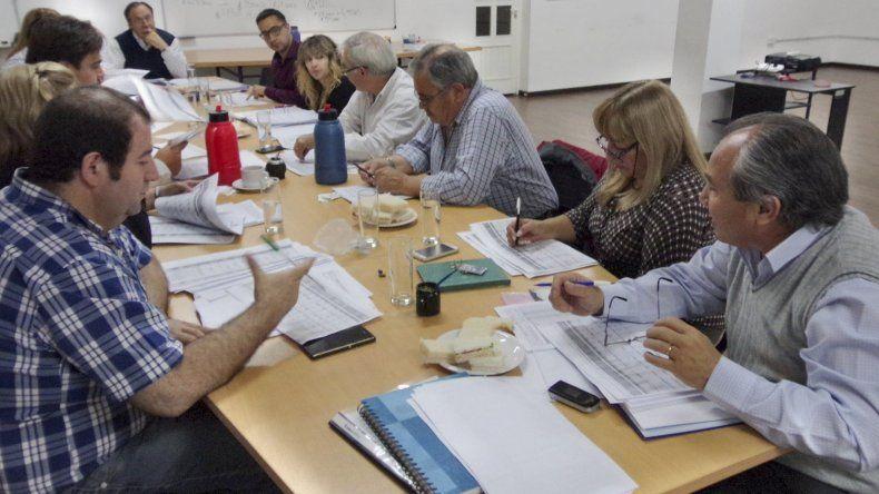 Alberto Parada expuso ante los concejales los objetivos de la Secretaría de Tierras para el próximo año.