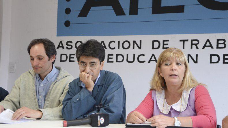 Los dirigentes de la Regional Sur de ATECh durante la conferencia de prensa que brindaron ayer.