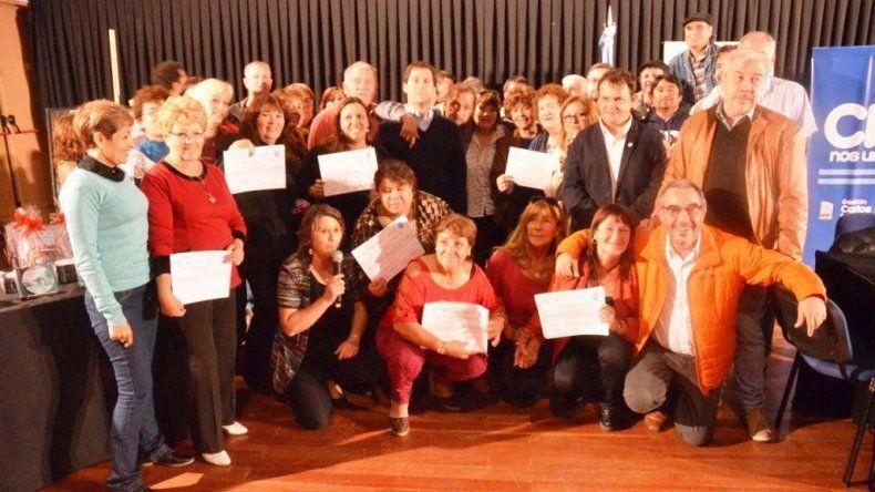 Los vecinalistas fueron distinguidos en el Auditorio del Centro Cultural por parte de las autoridades municipales y universitarias.