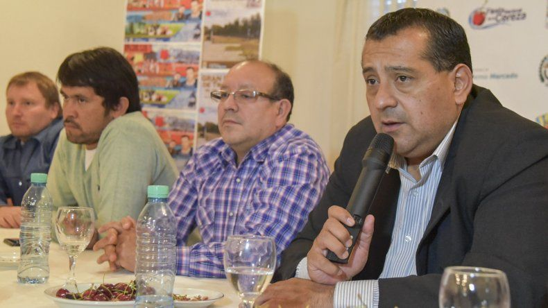 El intendente Guillermo Mercado y otros miembros de la comisión encargada de la organización de la Fiesta de la Cereza brindaron detalles de la nueva edición.