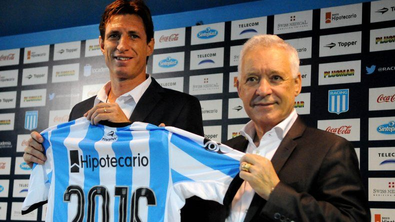El nuevo entrenador de la Academia Facundo Sava junto al presidente de Racing Víctor Blanco.