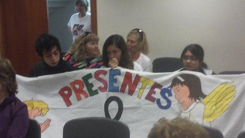 La madre y las hermanas de Marisa Santos escucharon la condena con remeras que tenían las imágenes de sus seres queridos.
