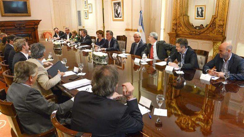 Macri evaluó junto con sus ministros las primeras medidas de su gobierno.