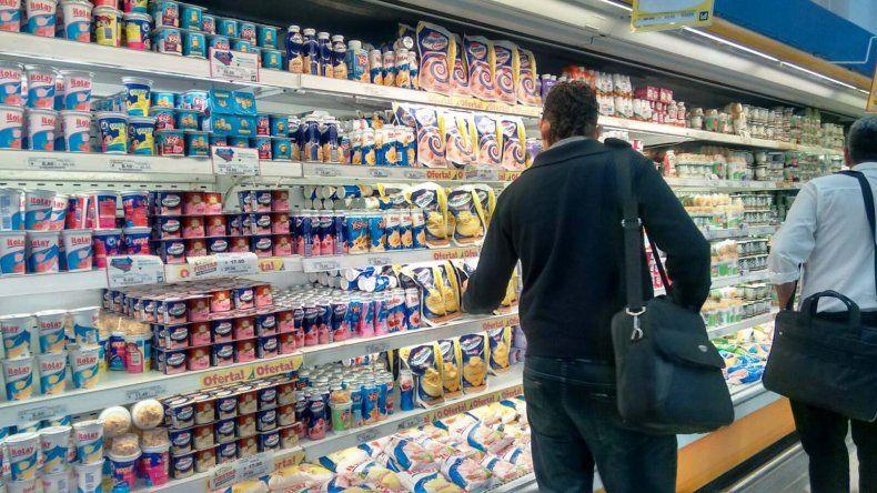 El municipio supervisa que se respeten los precios cuidados en supermercados