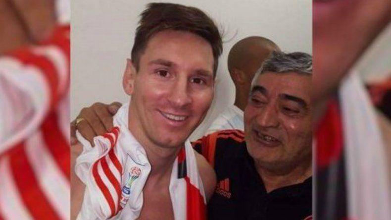 Lionel Messi con la camiseta de River