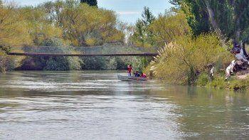 Continúa la búsqueda del joven que se tiró al río para salvar a su novia