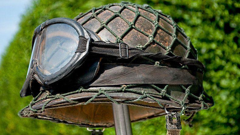 El casco que une a dos argentinos en el recuerdo de Malvinas