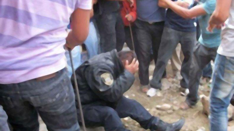 Baleados y heridos tras un enfrentamiento entre vecinos y policías en el Moure