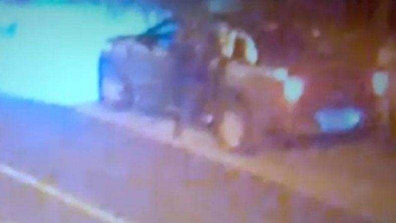 Mirá el ataque de los prófugos del triple crimen a dos policías