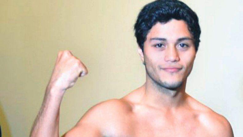 Carlos Santana cerró un 2015 invicto en tres presentaciones como boxeador profesional.