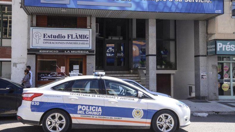 En la mañana de ayer se descubrió el robo ocurrido en uno de los departamentos de este edificio.