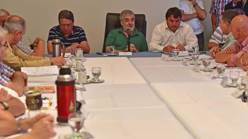 El gobernador reunió ayer a todo su gabinete para analizar los primeros veinte días de gestión.