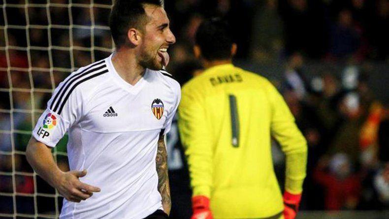 Paco Alcácer festeja el gol del empate del Valencia ante Real Madrid.