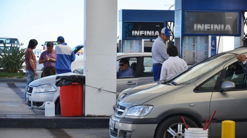 El aumento del 6 por ciento en los combustibles comenzará a regir a partir de las primeras horas de hoy.