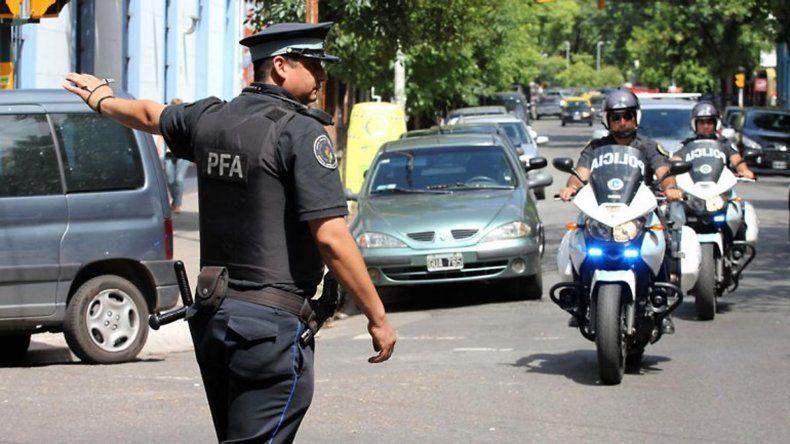 En la Ciudad de Buenos Aires es legal que la policía pida documentos.