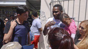 Miguel Gamboa y su familia piden que los dejen trabajar. Somos colombianos, pero no venimos a matar a nadie, ni mucho menos a robar. Somos unos negros, pero tenemos buen corazón.