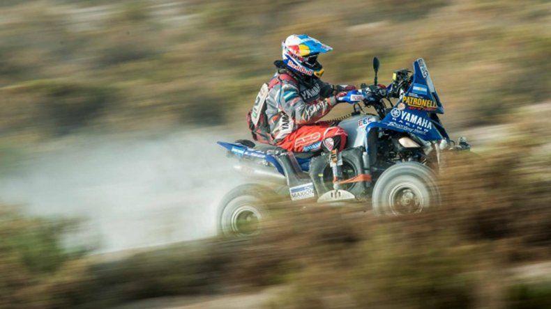 Marcos Patronelli fue el ganador de ayer en Uyuni y fue escoltado por su hermano Alejandro.