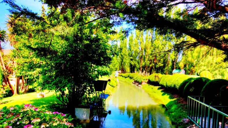 Los pioneros que poblaron el lugar transformaron el paisaje árido del semidesierto en verde valle.