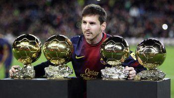 Lionel Messi con sus cuatro balones de oro que ganó y hoy podría conquistar uno más.