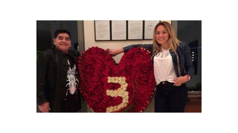 Diego Maradona y Rocío Oliva celebraron su tercer aniversario