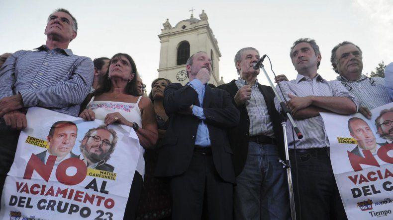 Miles de manifestantes se congregaron en Plaza de Mayo para apoyar a Victor Hugo.