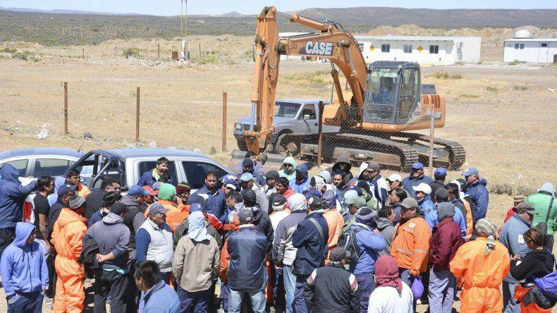 Los trabajadores de Austral Construcciones mantuvieron una asamblea en el acceso al obrador