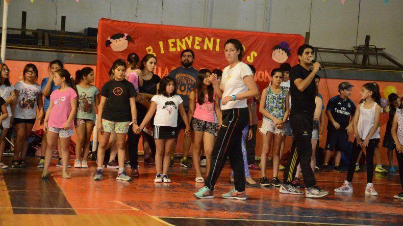 Gran cantidad de chicos de entre 5 y 11 años asisten a las colonias de vacaciones impulsadas desde el municipio de Caleta Olivia.