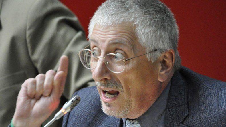 García acusó a Linares y a Mac Karthy de manejar el bloque de diputados