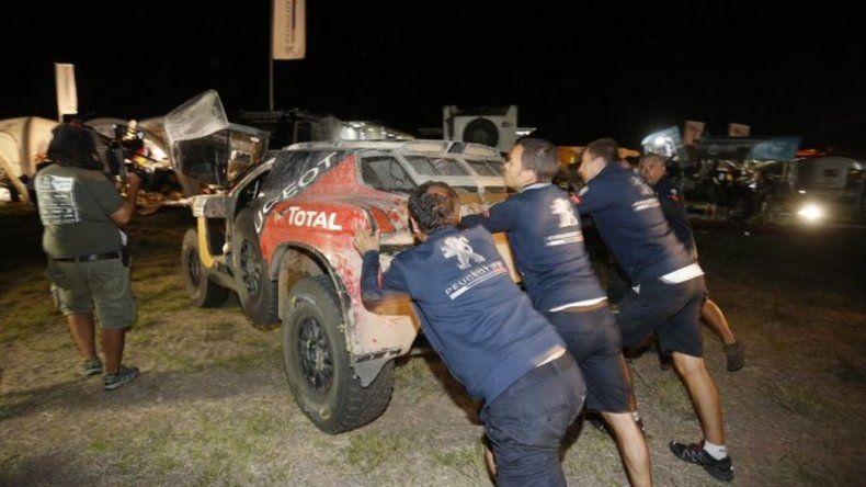 Carlos Sainz dijo estar contento tras un nuevo abandono del Dakar