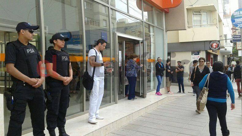 Sorpresivos procedimientos en bancos de Comodoro