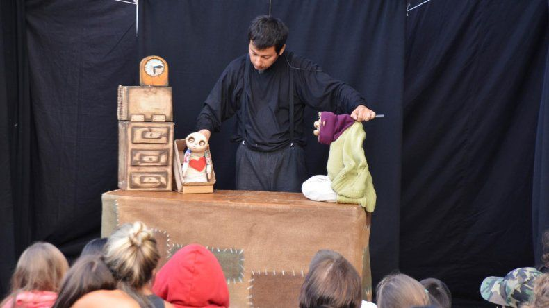 Grandes y chicos dijeron presente durante los cuatros días en los que se realizó el festival de teatro y títeres Muñecos de arena y viento.