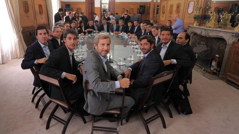 La reunión que Frigerio y otros funcionarios nacionales mantuvieron con representantes de las provincias.