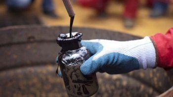 el precio del petroleo comenzo la semana con subas