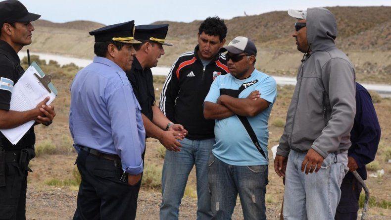 Oficiales de la Unidad Regional y de la Seccional Tercera informaron a los manifestantes que tenían directivas de la justicia federal para despejar la ruta.