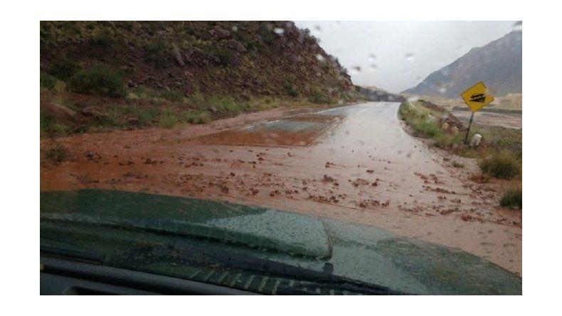 Por aludes, cortaron la ruta 7 y miles de turistas quedaron varados