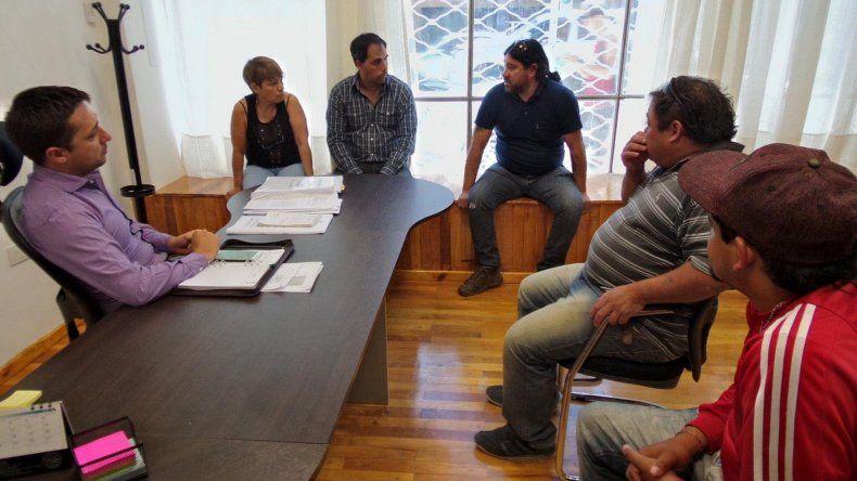 La reunión celebrada ayer en el Concejo Deliberante con los cooperativistas.