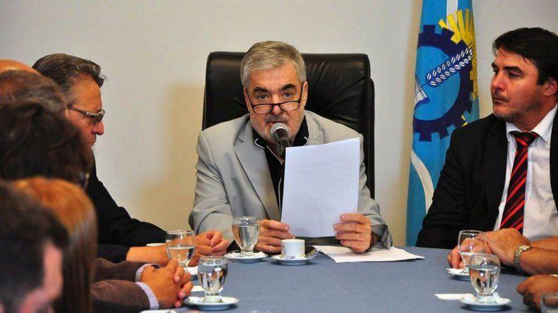 Das Neves planea fijar un fondo de contingencia, si no hay respuesta de Nación