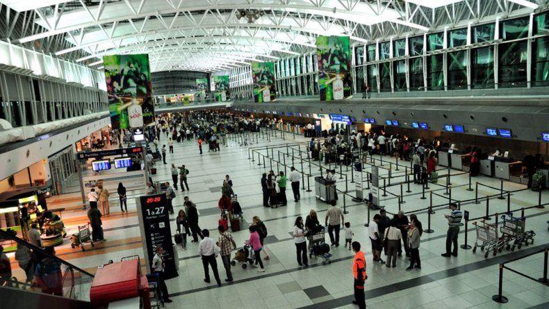 Demoras en Aeroparque y Ezeiza por una protesta contra las low cost