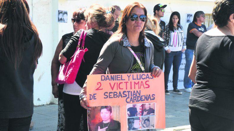 Allegados de Lucas Díaz se manifestaron en la puerta de Tribunales con el fin de que no hubiera beneficios para el imputado.