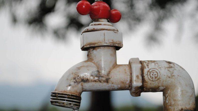 Desconectan conexiones clandestinas de agua en zona norte